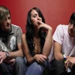 Почему подростки пробуют наркотики